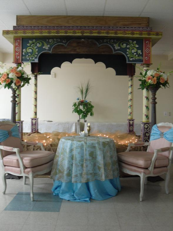 Indian_Wedding_Table_and_Mandap_-_by_Tara_Tippel