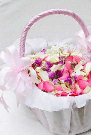 flower-girl-basket-with-petals-0002